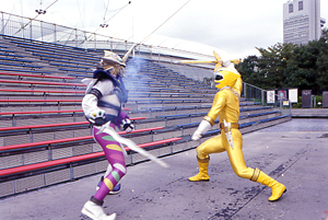 Yellow Ranger fighting Jindrax